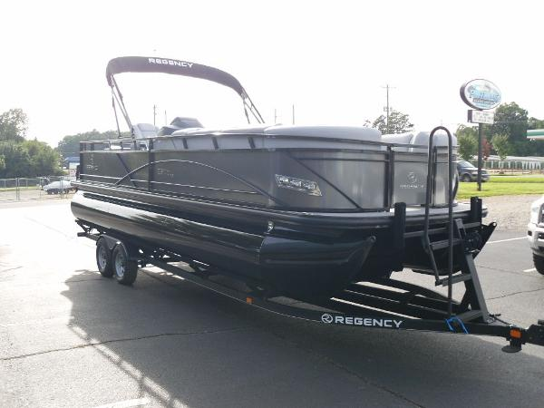 2021 Regency boat for sale, model of the boat is 250 DL3 & Image # 4 of 35