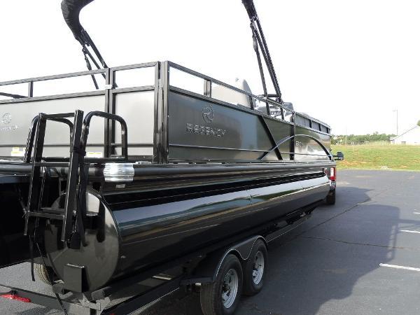 2021 Regency boat for sale, model of the boat is 250 DL3 & Image # 11 of 35