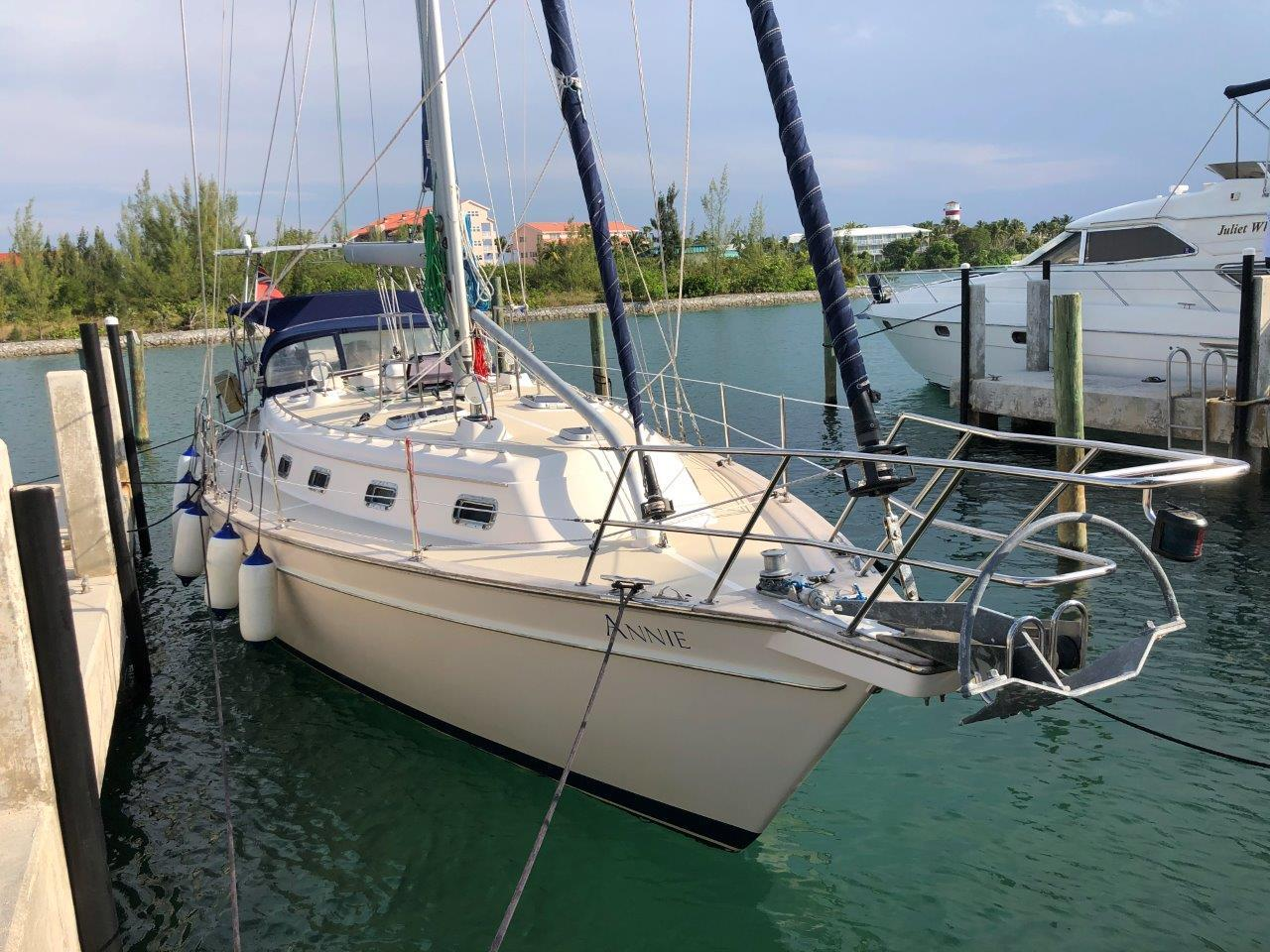 Cutter rig with s self-tending staysail