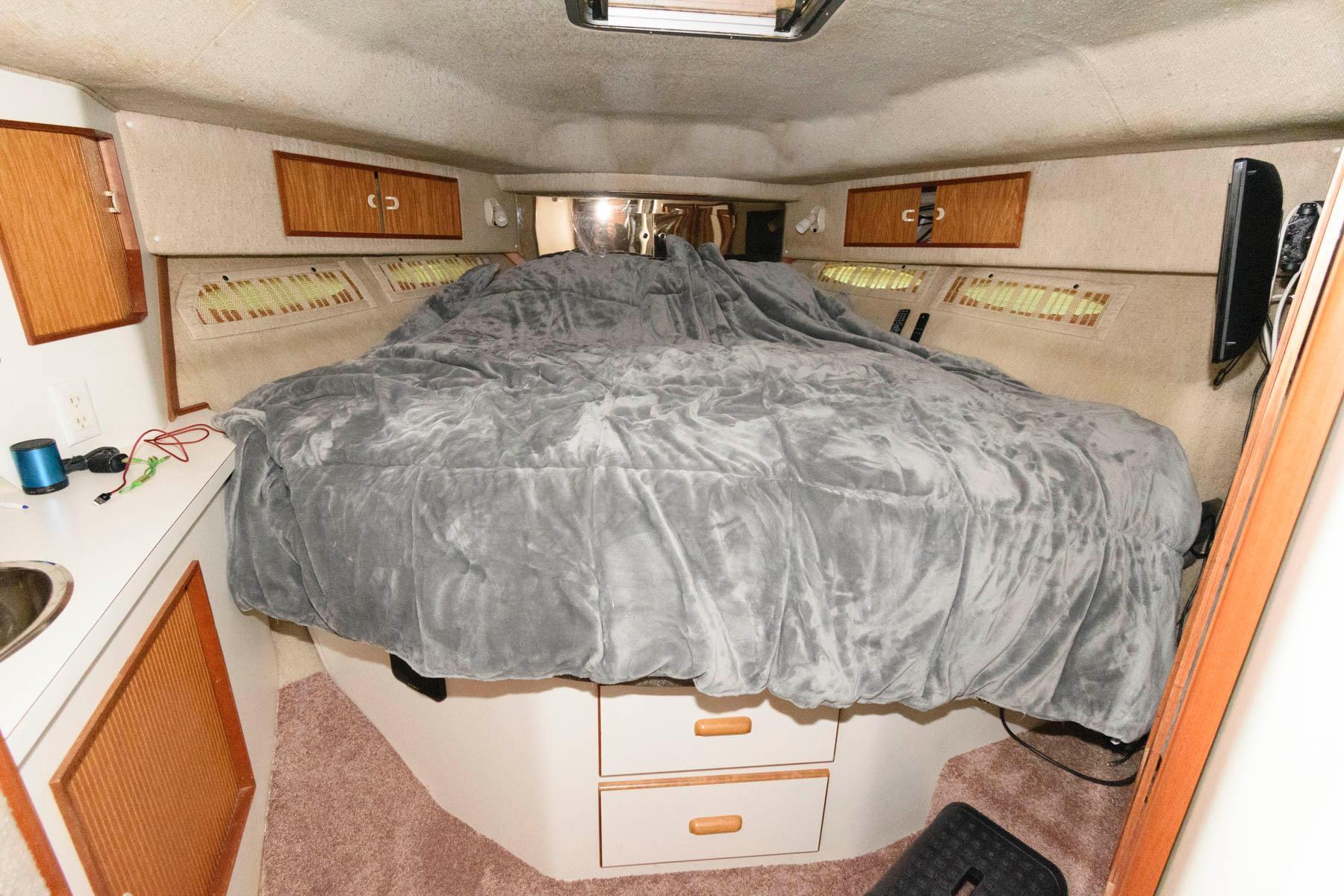 M 5754 JB Knot 10 Yacht Sales