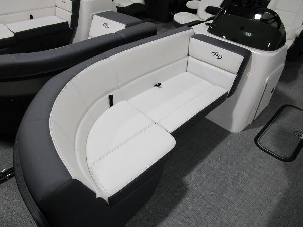 2021 Manitou boat for sale, model of the boat is RF 23 Aurora LE VP & Image # 7 of 36