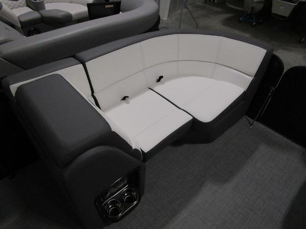2021 Manitou boat for sale, model of the boat is RF 23 Aurora LE VP & Image # 10 of 36