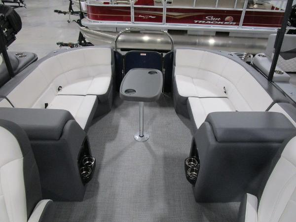 2021 Manitou boat for sale, model of the boat is RF 23 Aurora LE VP & Image # 25 of 36