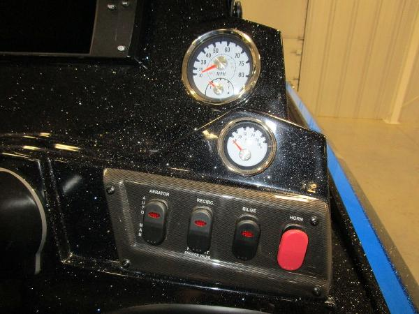 2021 Nitro boat for sale, model of the boat is Z18 Pro & Image # 7 of 41