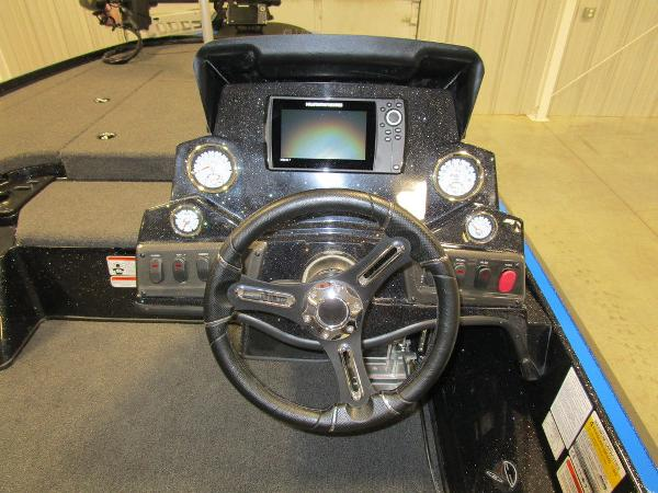 2021 Nitro boat for sale, model of the boat is Z18 Pro & Image # 31 of 41