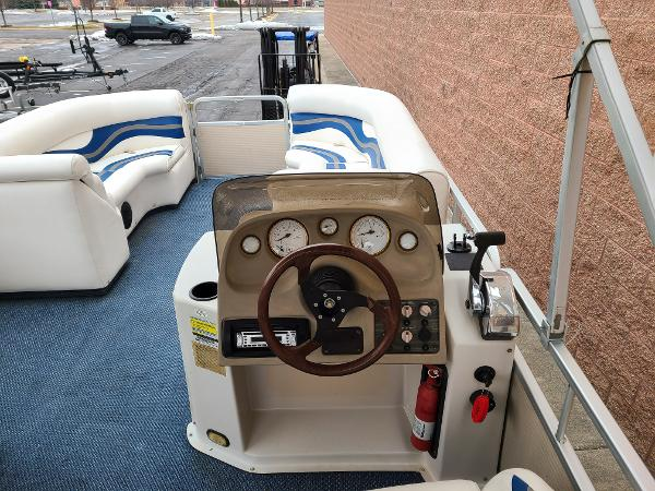 2002 Premier Pontoons boat for sale, model of the boat is 225 Legend Deluxe RE & Image # 3 of 11