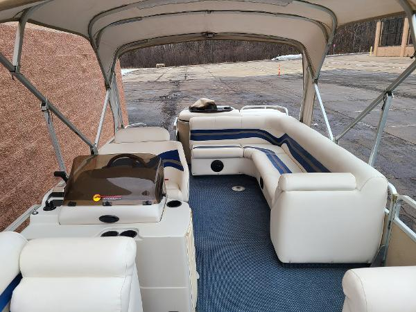 2002 Premier Pontoons boat for sale, model of the boat is 225 Legend Deluxe RE & Image # 4 of 11