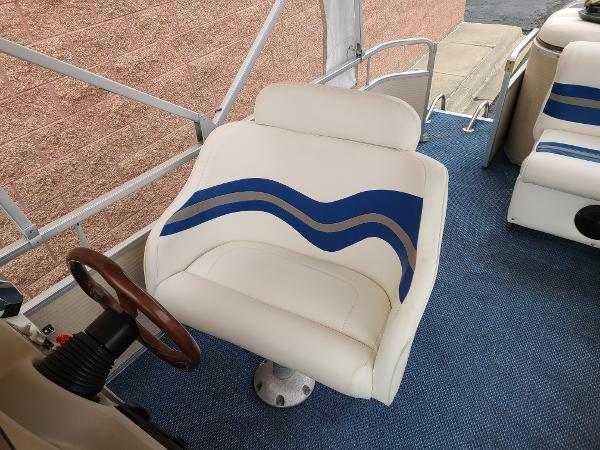 2002 Premier Pontoons boat for sale, model of the boat is 225 Legend Deluxe RE & Image # 6 of 11