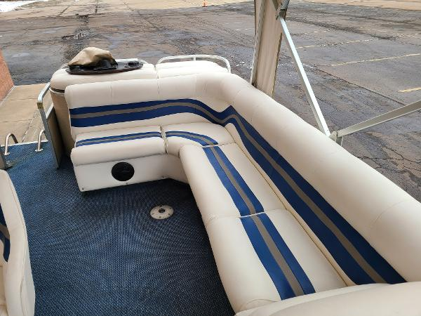 2002 Premier Pontoons boat for sale, model of the boat is 225 Legend Deluxe RE & Image # 7 of 11