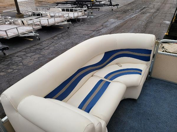 2002 Premier Pontoons boat for sale, model of the boat is 225 Legend Deluxe RE & Image # 8 of 11