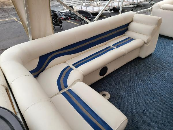 2002 Premier Pontoons boat for sale, model of the boat is 225 Legend Deluxe RE & Image # 10 of 11