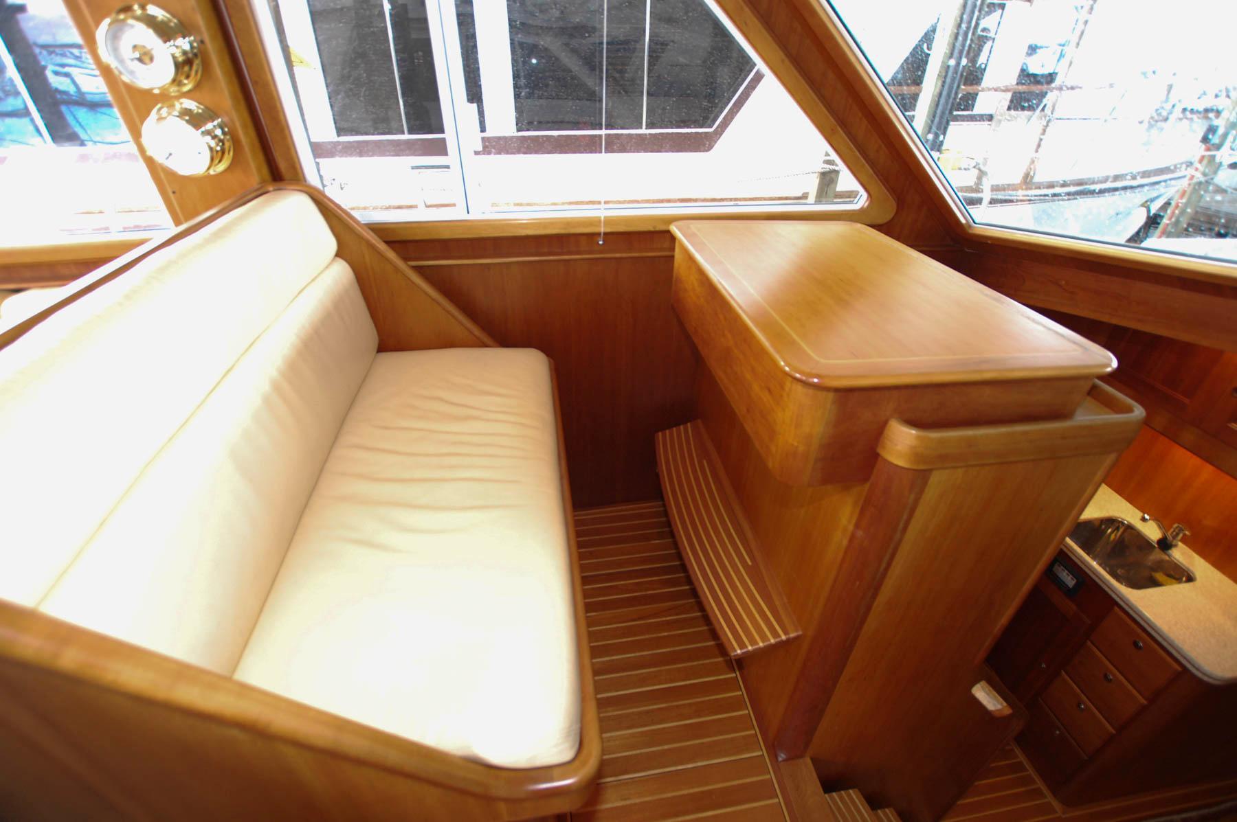 M 5920 BB Knot 10 Yacht Sales