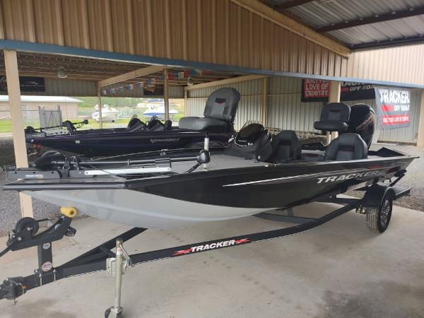 2021 Tracker Boats boat for sale, model of the boat is Pro Team™ 190 TX & Image # 1 of 7