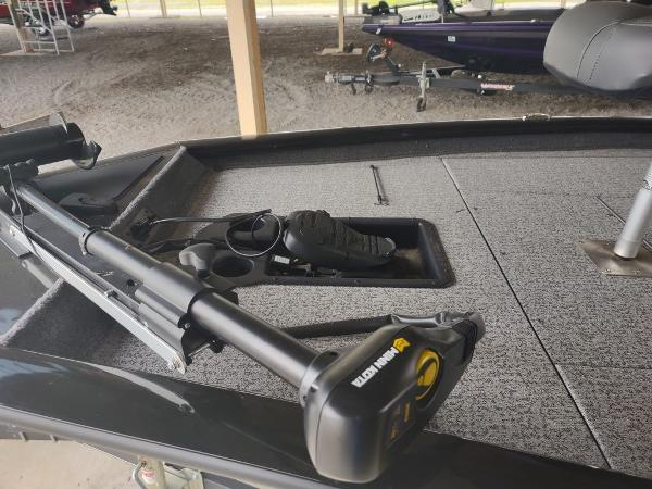 2021 Tracker Boats boat for sale, model of the boat is Pro Team™ 190 TX & Image # 3 of 7