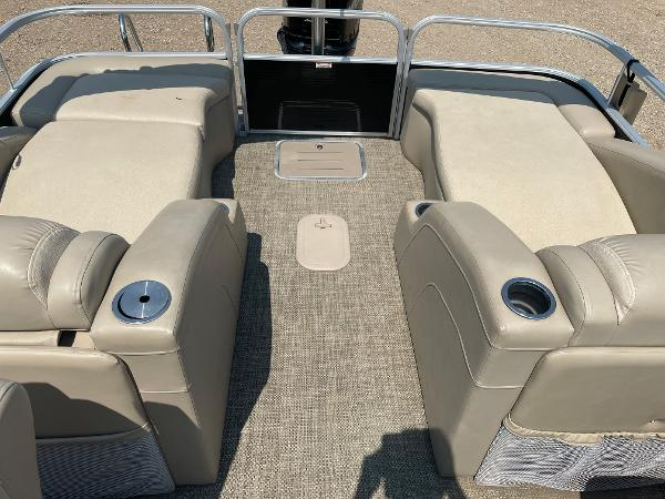 2015 Bennington boat for sale, model of the boat is 2375 GCW & Image # 6 of 14