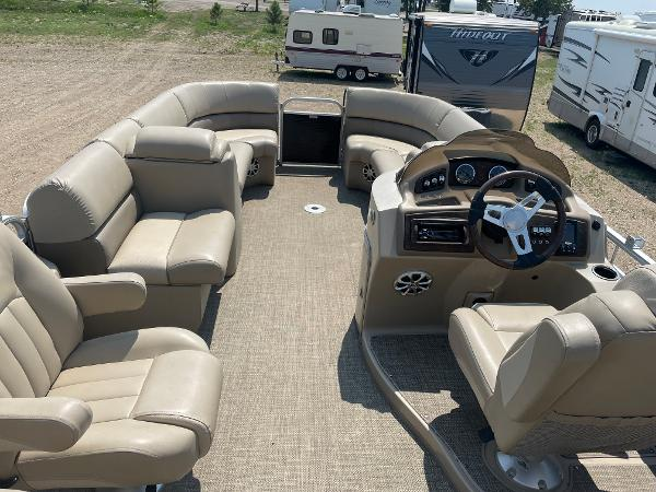2015 Bennington boat for sale, model of the boat is 2375 GCW & Image # 12 of 14
