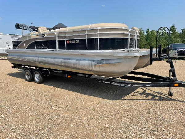 2015 Bennington boat for sale, model of the boat is 2375 GCW & Image # 13 of 14