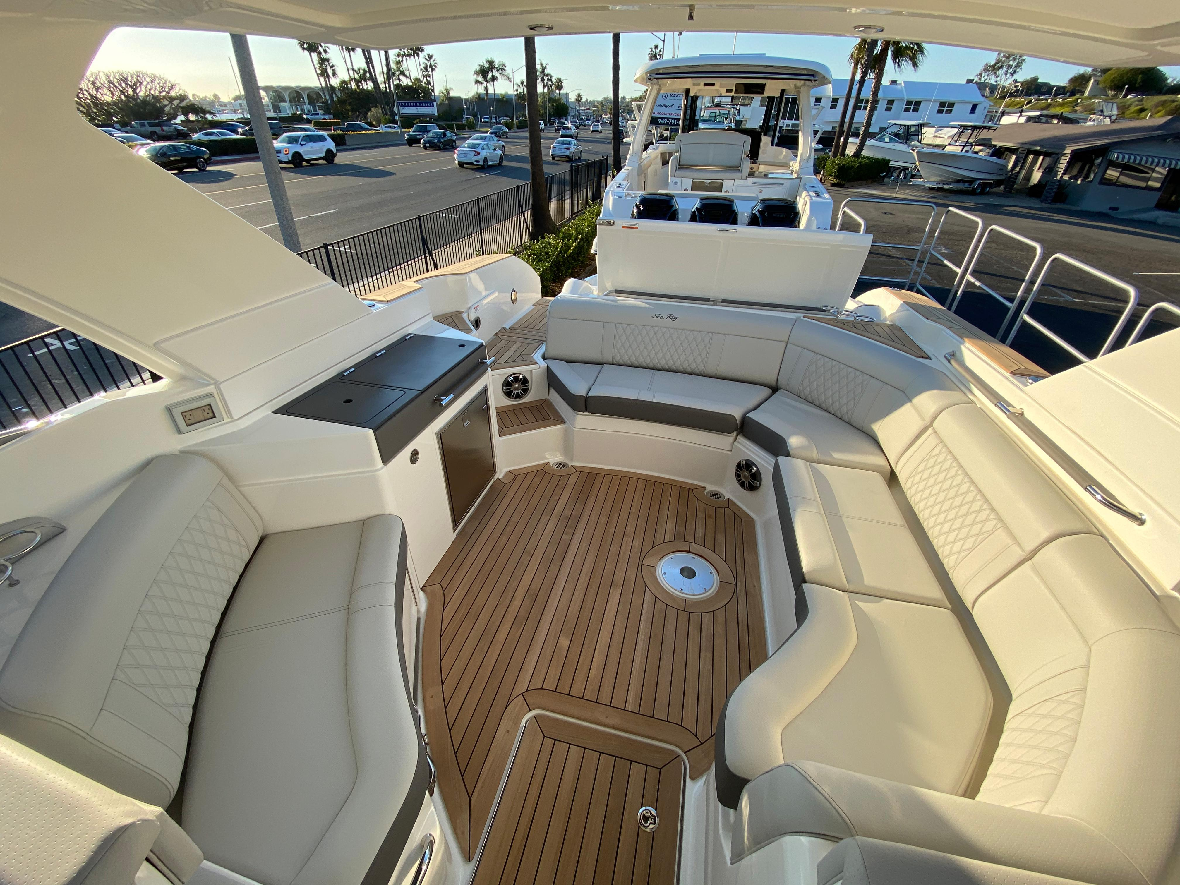 2021 Sea Ray SLX 350 #S1688K inventory image at Sun Country Coastal in Newport Beach