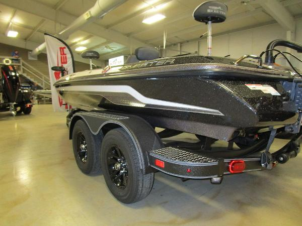 2021 Skeeter boat for sale, model of the boat is ZX200 & Image # 4 of 44