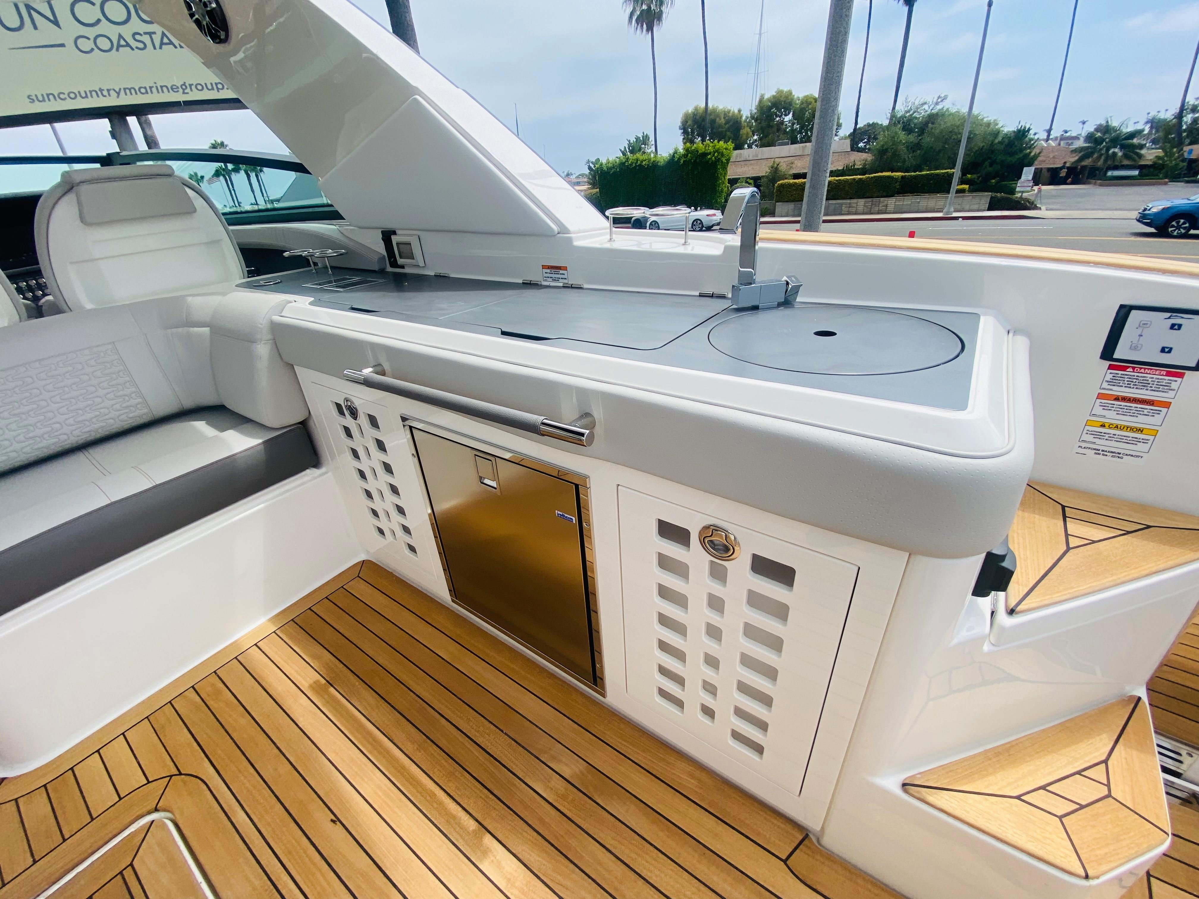 2022 Sea Ray SLX 400 #S1401F inventory image at Sun Country Coastal in Newport Beach