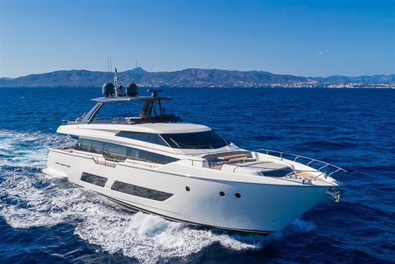 Ferretti Yachts 850