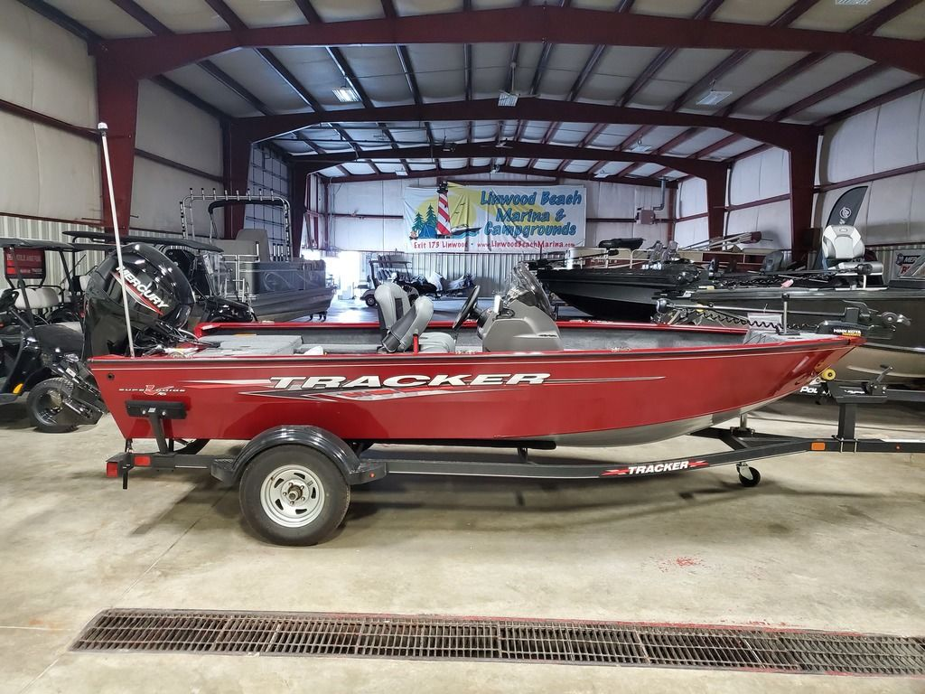 2021 Tracker Boats boat for sale, model of the boat is Super Guide™ V-16 SC & Image # 1 of 17