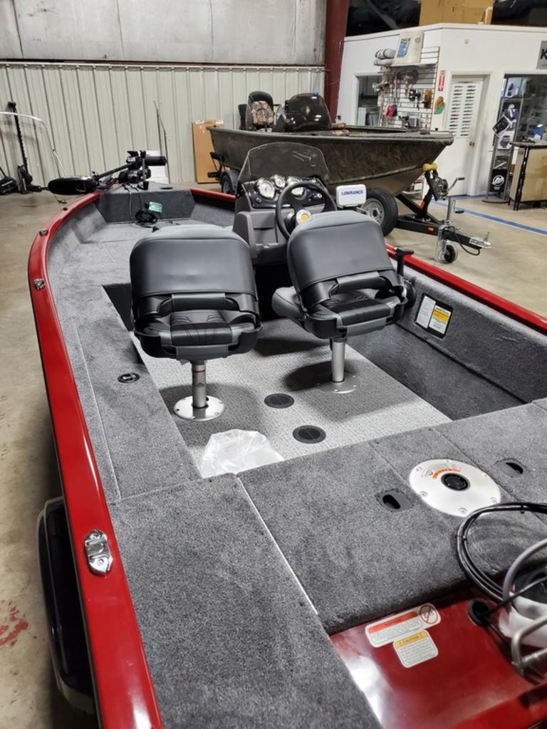 2021 Tracker Boats boat for sale, model of the boat is Super Guide™ V-16 SC & Image # 5 of 17