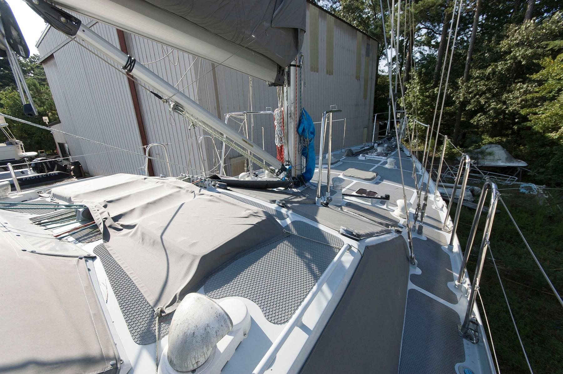 M 4452 SK Knot 10 Yacht Sales