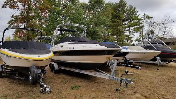 2003 Sea Ray boat for sale, model of the boat is 240 Sundeck & Image # 8 of 12