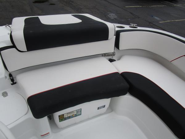2021 Tahoe boat for sale, model of the boat is 215 Xi & Image # 11 of 34
