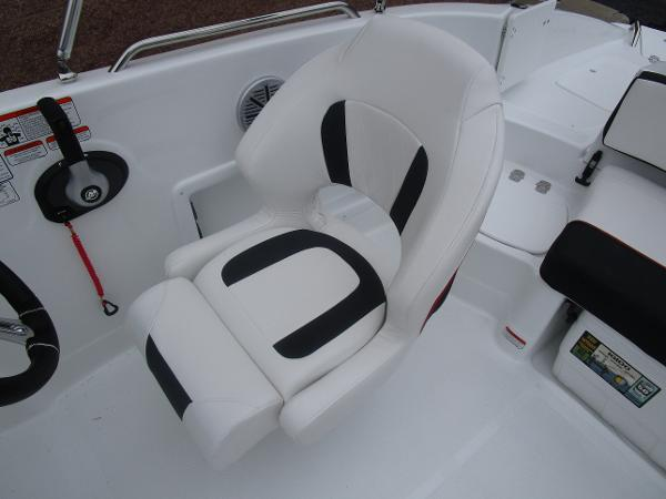 2021 Tahoe boat for sale, model of the boat is 215 Xi & Image # 22 of 34