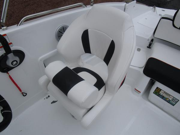 2021 Tahoe boat for sale, model of the boat is 215 Xi & Image # 23 of 34