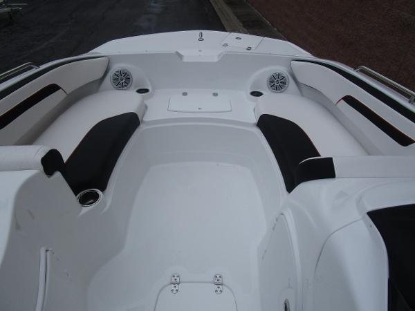 2021 Tahoe boat for sale, model of the boat is 215 Xi & Image # 26 of 34