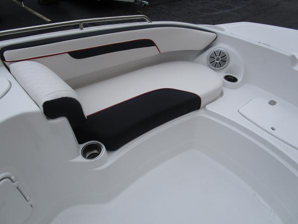 2021 Tahoe boat for sale, model of the boat is 215 Xi & Image # 28 of 34