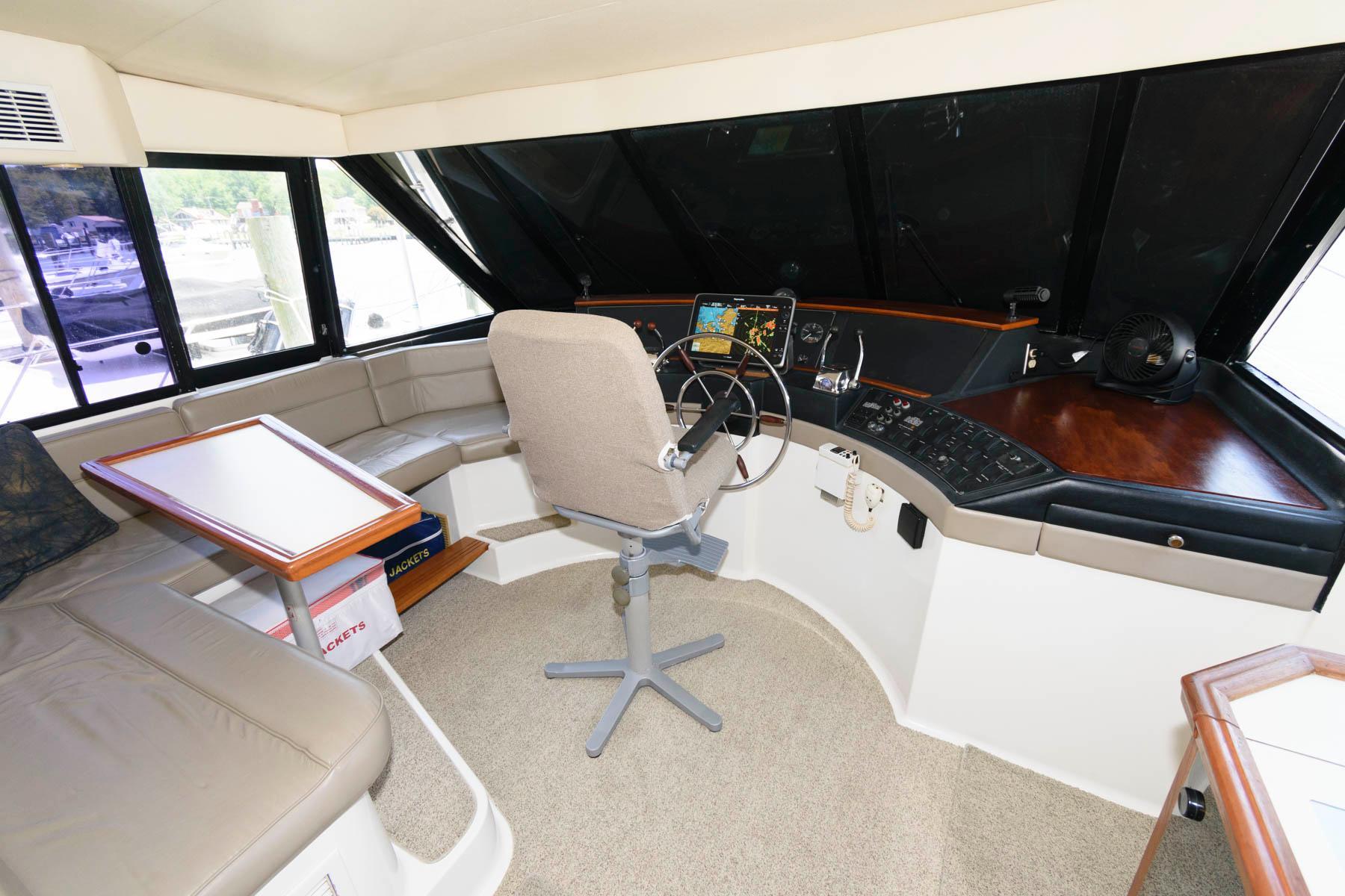 M 6155 TW Knot 10 Yacht Sales