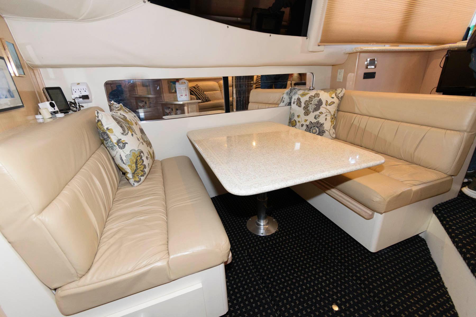 M 6087 VR Knot 10 Yacht Sales