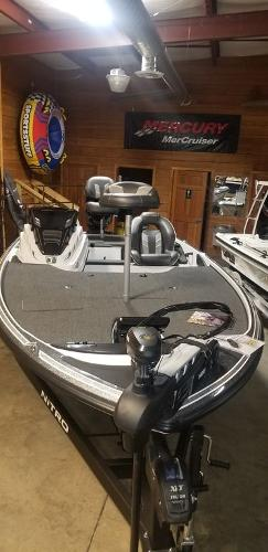 2020 Nitro boat for sale, model of the boat is Z18 & Image # 5 of 7