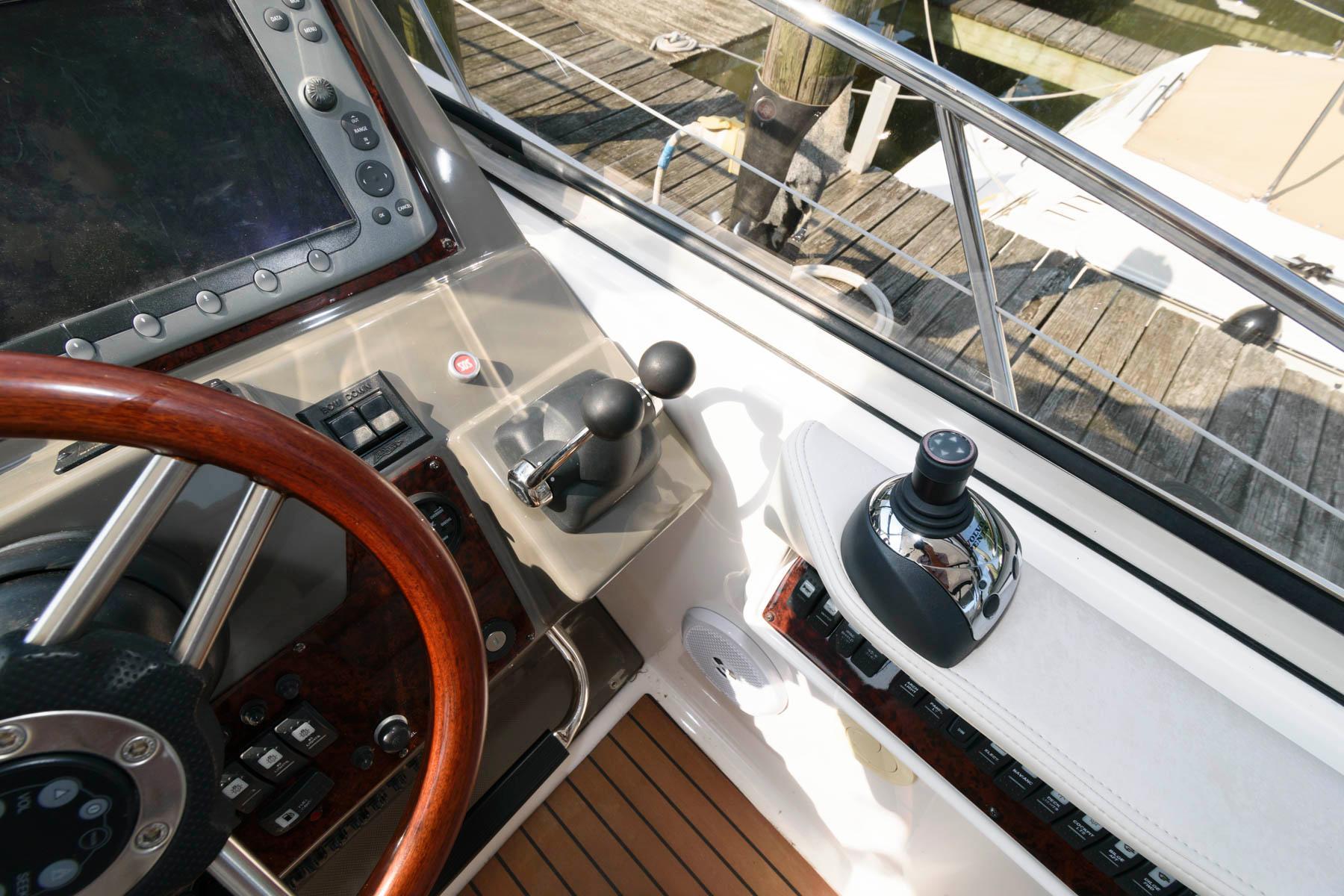 M 6310 EF Knot 10 Yacht Sales