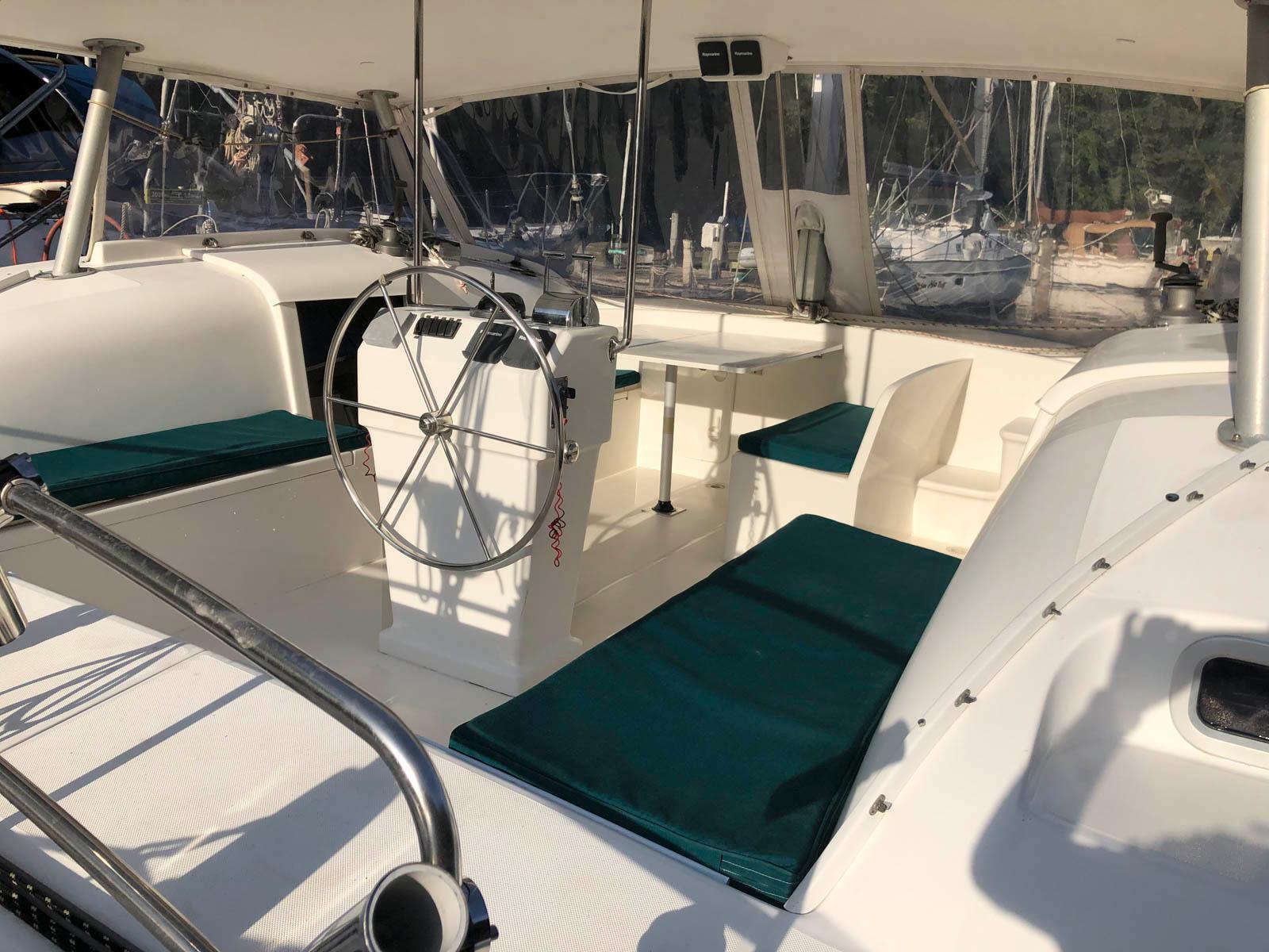M 6593 CF Knot 10 Yacht Sales