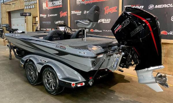 2021 Triton boat for sale, model of the boat is 19 TRX Patriot & Image # 3 of 18