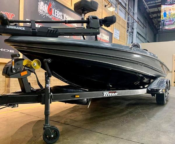 2021 Triton boat for sale, model of the boat is 19 TRX Patriot & Image # 7 of 18