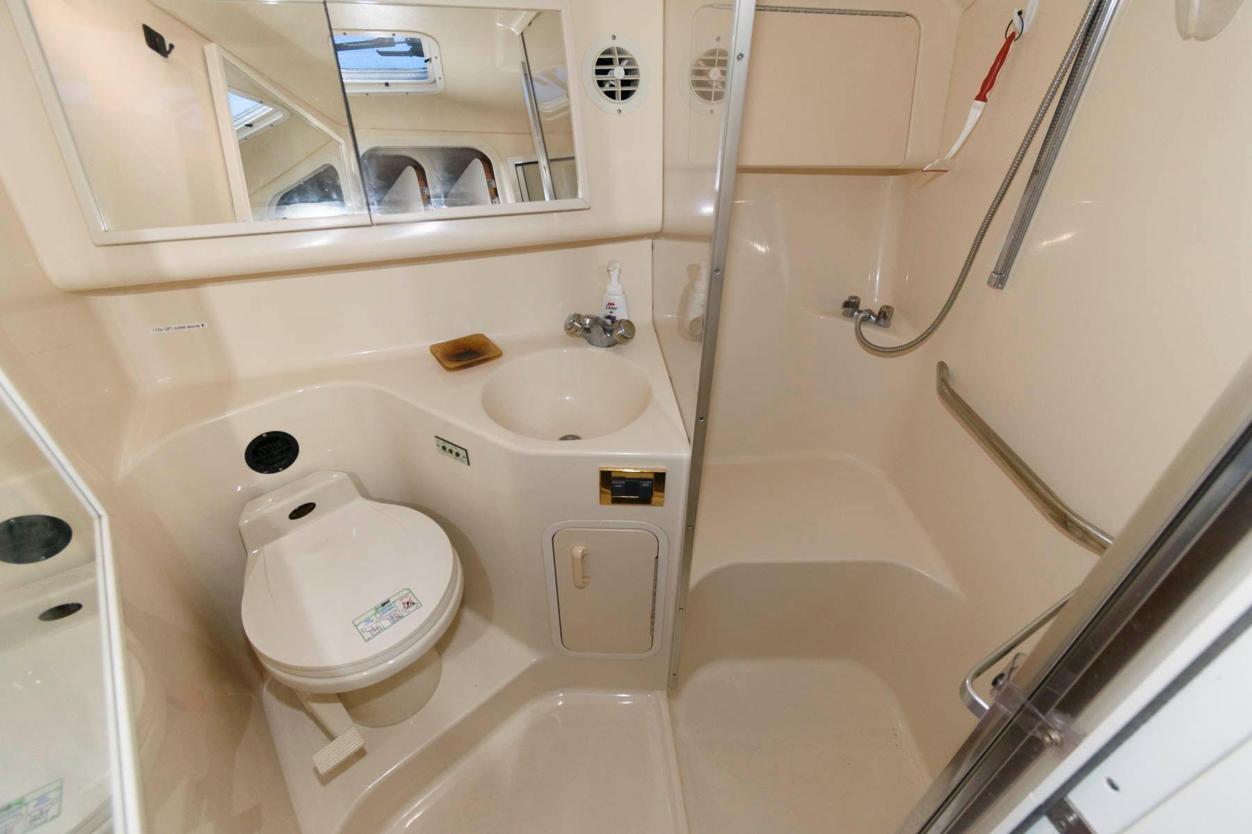 F 5941 AG Knot 10 Yacht Sales