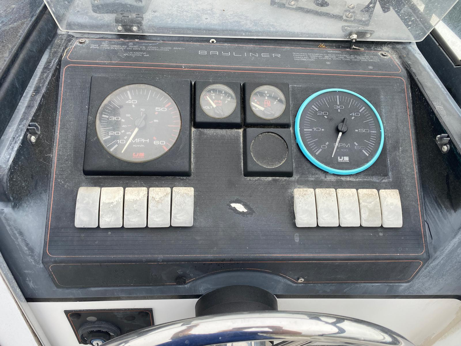 1991 Trophy Marine boat for sale, model of the boat is 2002 Walkaround & Image # 6 of 13