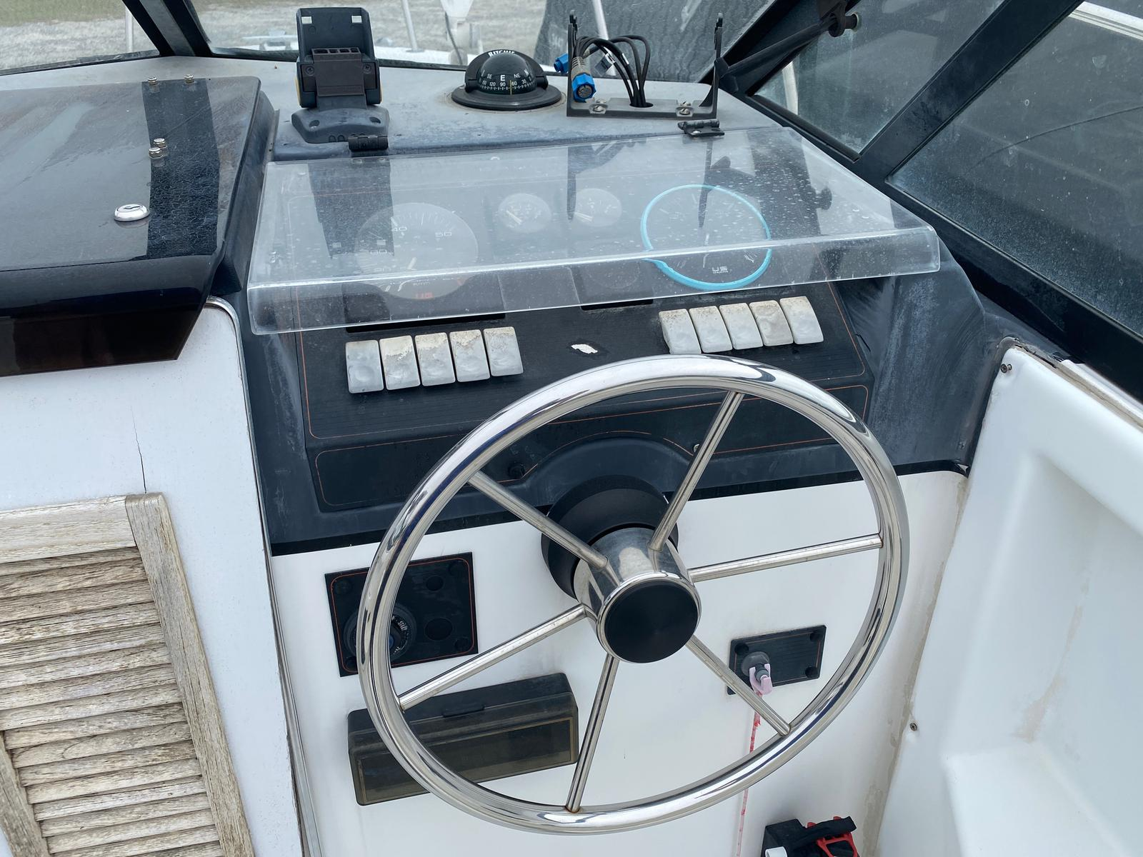 1991 Trophy Marine boat for sale, model of the boat is 2002 Walkaround & Image # 9 of 13