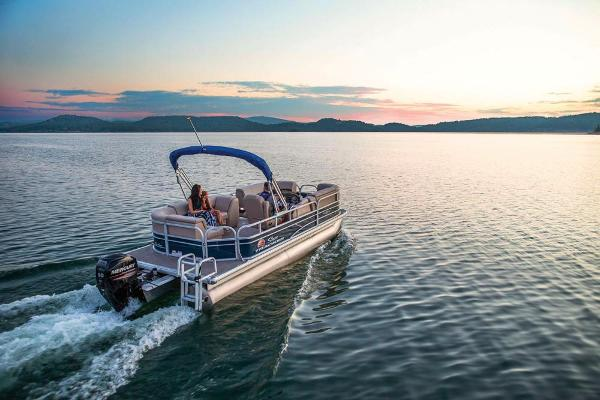 2019 Sun Tracker boat for sale, model of the boat is Party Barge 20 DLX & Image # 3 of 19