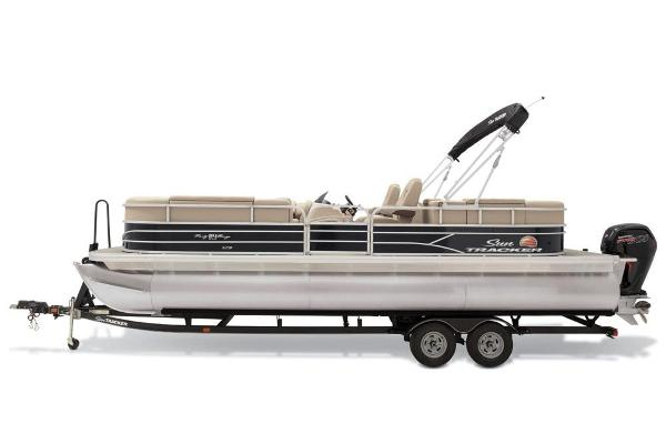 2019 Sun Tracker boat for sale, model of the boat is Party Barge 24 XP3 & Image # 5 of 21