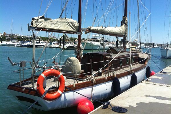 Custom_Built_Sailing_Yacht