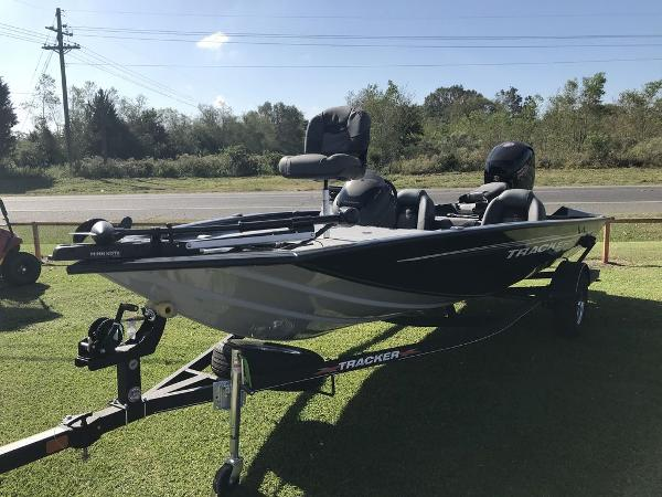 2020 Tracker Boats boat for sale, model of the boat is Pro Team™ 195 TXW & Image # 5 of 5