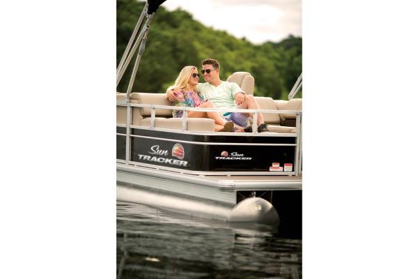 2019 Sun Tracker boat for sale, model of the boat is Party Barge 22 RF DLX & Image # 17 of 28