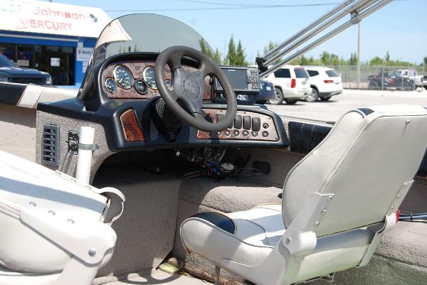 2001 Smoker Craft boat for sale, model of the boat is 171 & Image # 7 of 9